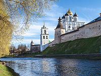 Pskov_kremlin_around_pr